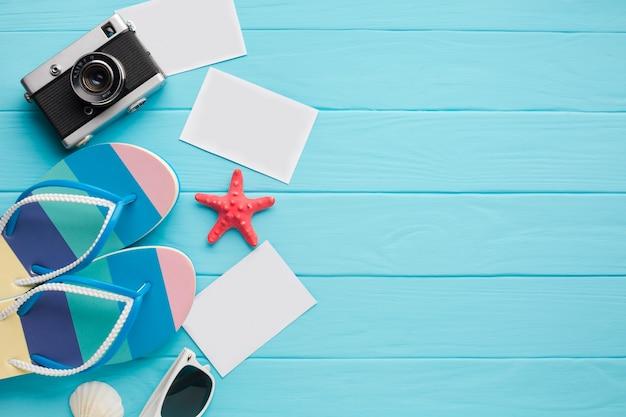休暇の概念とフラットレイアウトのポストカード