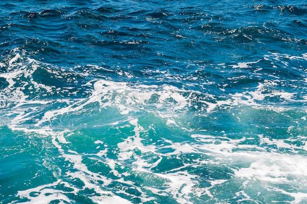 波状の結晶水を閉じる