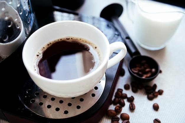 トップビュー淹れたてのコーヒー