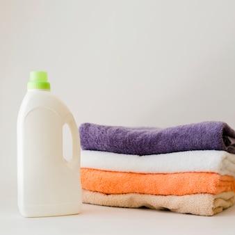 やわらかいクローズアップ折り畳まれた清潔なタオル