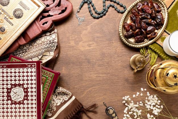 トップビュー新年イスラムの木製の背景