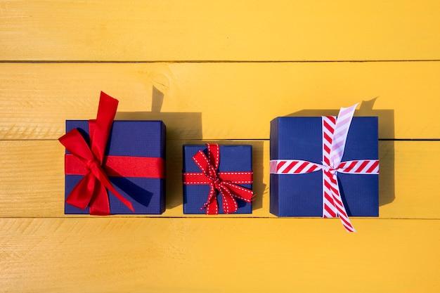 両親と子供の家族への贈り物
