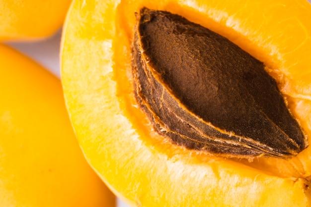 クローズアップの新鮮なオレンジ色のアプリコットフルーツ