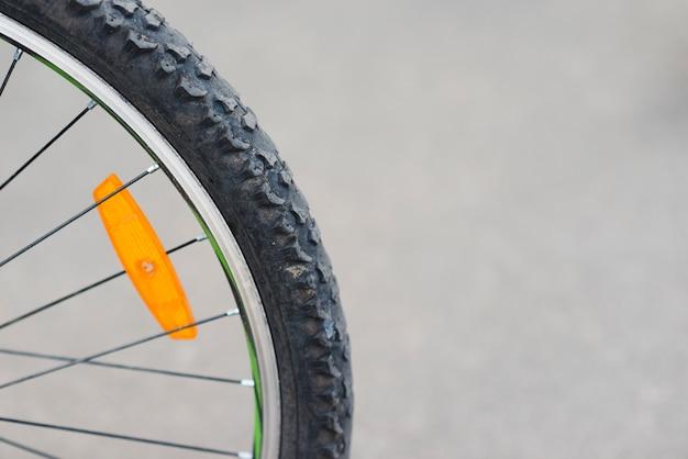 自転車の後輪のクローズアップ