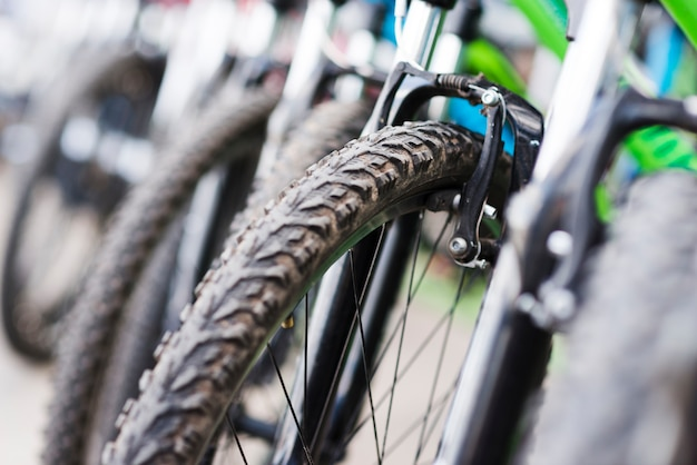 自転車屋さんで自転車のクローズアップ