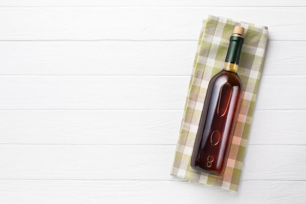 コピースペースのミニマルな赤ワイン