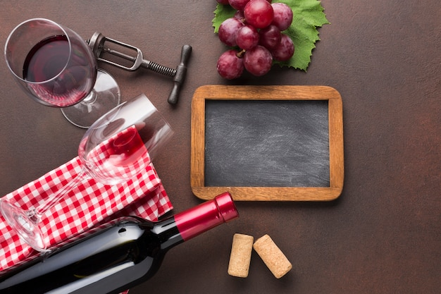 フレーム黒板とレトロなワインスタイル