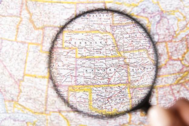 虫眼鏡でアメリカに焦点を当てた州