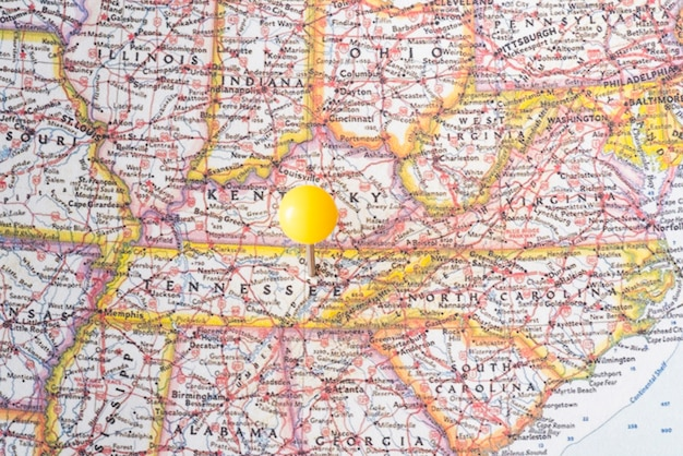 Карта соединенных штатов америки и желтая точка