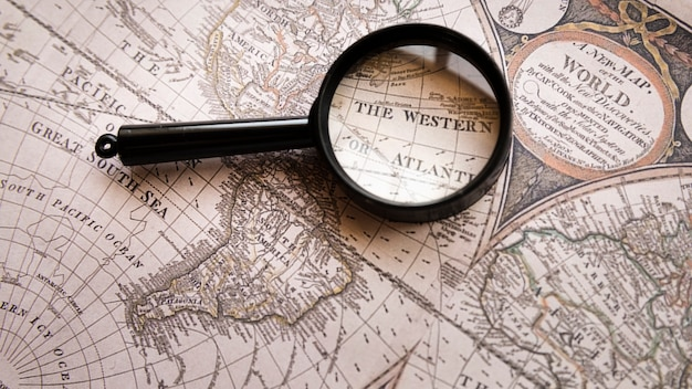 地図上の西部の場所に焦点を当てた