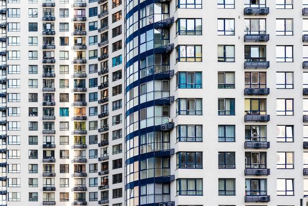 完成した超高層ビル建設のクローズアップ