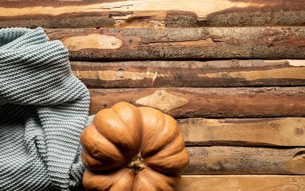 大きなカボチャと平らなかぎ針編みの毛布
