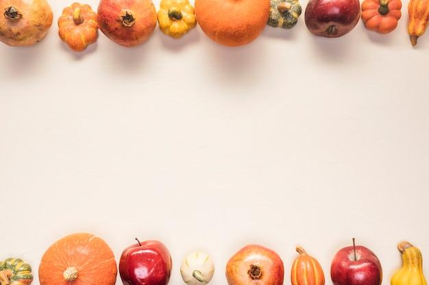 きちんとした背景の平面図食品フレーム