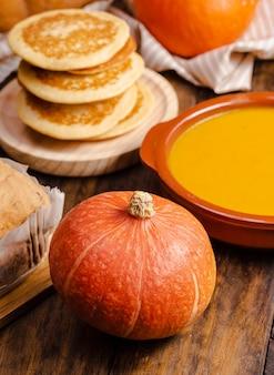 ハイアングル秋の伝統的な料理の品揃え