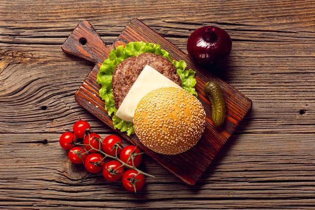 まな板の上のビューハンバーガー成分