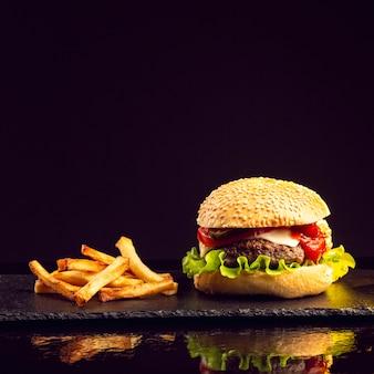 Бургер с картофелем фри