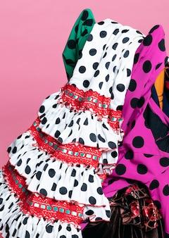 クローズアップの伝統的なフラメンコドレス