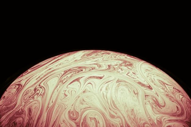 柔らかい茶色の球と抽象的なカラフルな背景