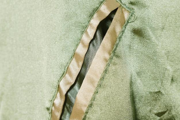 シルクのジャケットのクローズアップのポケット