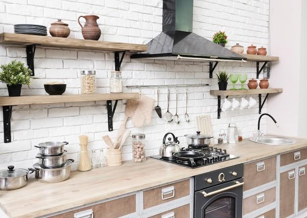 Стильная современная кухонная зона