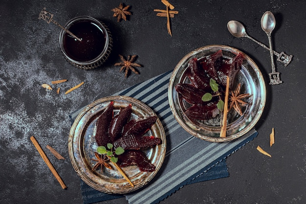 Вкусное желейное десертное блюдо на плоской основе