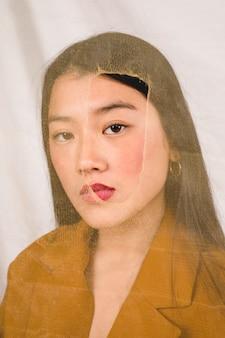 ファッションモデルの正面の肖像画