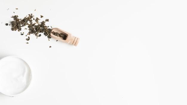 Плоская планировка из крема и трав с копией пространства