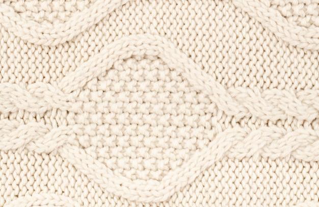 クリームウールでかぎ針編み