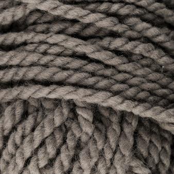 着色されたウール糸のクローズアップ