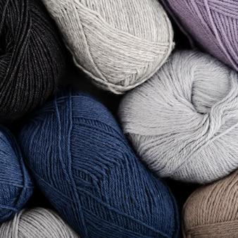 着色されたウール糸の平面図