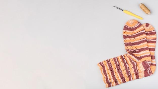 コピースペース付きかぎ針編みの靴下