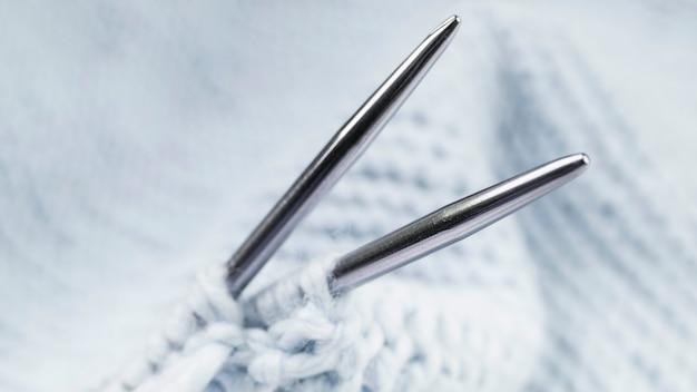 金属のかぎ針と針