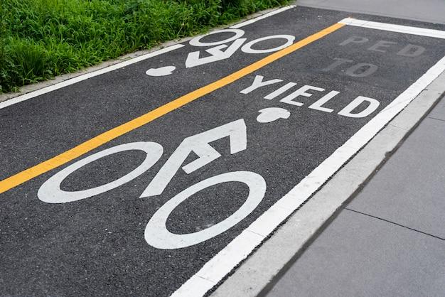 自転車レーンのクローズアップ