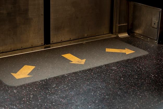 地下鉄のドアのクローズアップ