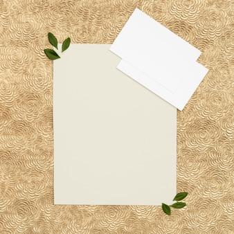 コピースペースを持つフラットレイアウト結婚式グリーティングカード