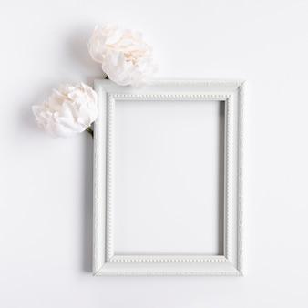 花とトップビューホワイトフレーム