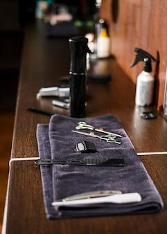 Вид сбоку организованные инструменты для бритья