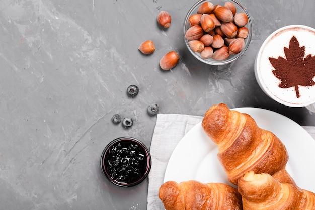 Осенний завтрак с копией пространства