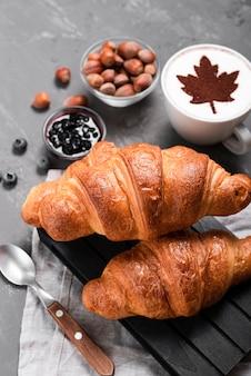 秋の朝食のクローズアップ