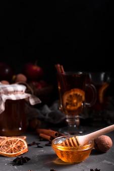 蜂蜜と紅茶のクローズアップ