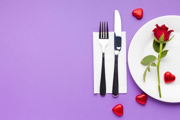 コピースペース平面図ロマンチックなテーブルの設定