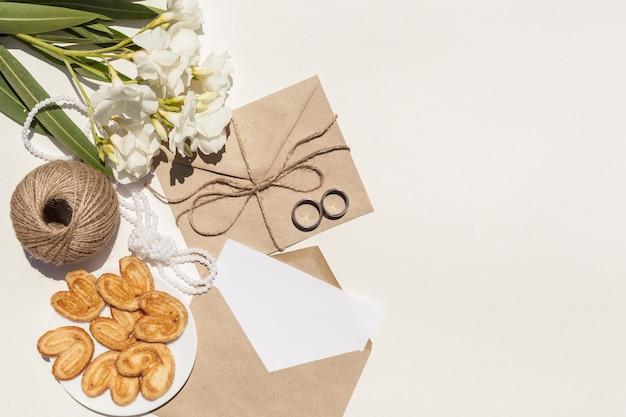 コピースペースで結婚式のための芸術的な構成
