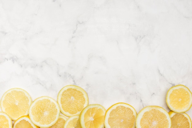 かわいいコピースペースの背景とレモン