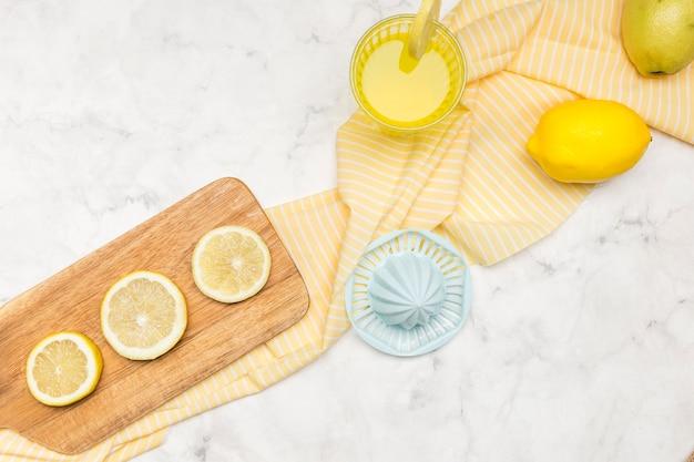 レモンとレモネードジュース