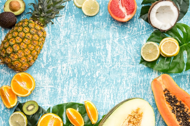 食品のフレームと青色の背景色