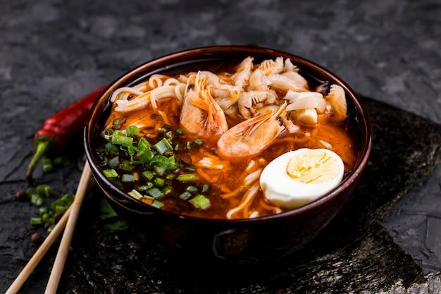 Вкусный рамен из морепродуктов с креветками