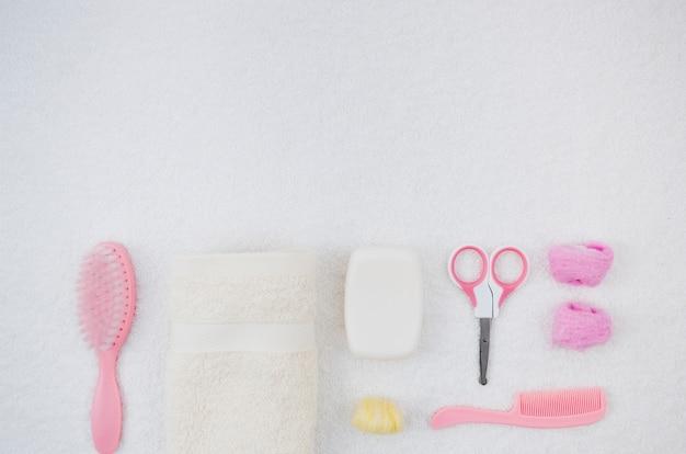 Плоские розовые розовые банные принадлежности для малыша