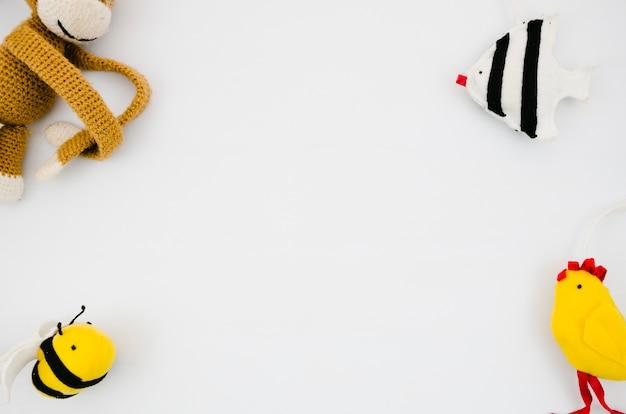 Плоские лежалые детские игрушки с копией пространства