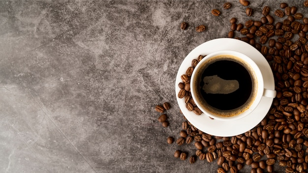 コピースペースとコーヒーのトップビューカップ