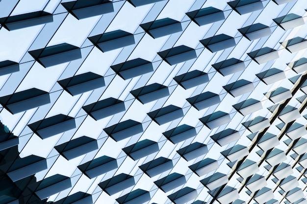 高角度のモダンな建物の設計